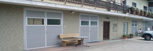 Krilna garažna vrata
